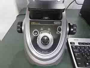 キーエンスの画像寸法測定器