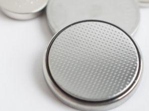 長期保管品は新品未使用でも電池切れや内部固着で壊れている可能性があります