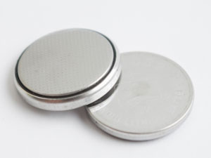 新品電池への交換方法と必要な工具について